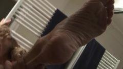 Super Provocative Gymnast Flexes Her Bony Body_1080p